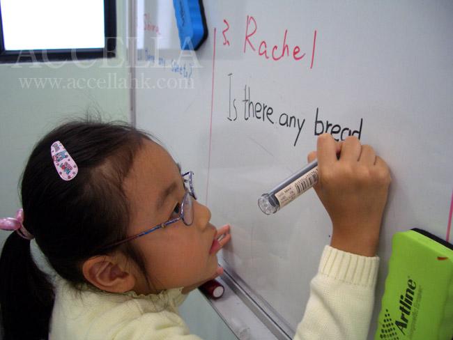 RachelL composing a question regarding bread, an uncountable noun.