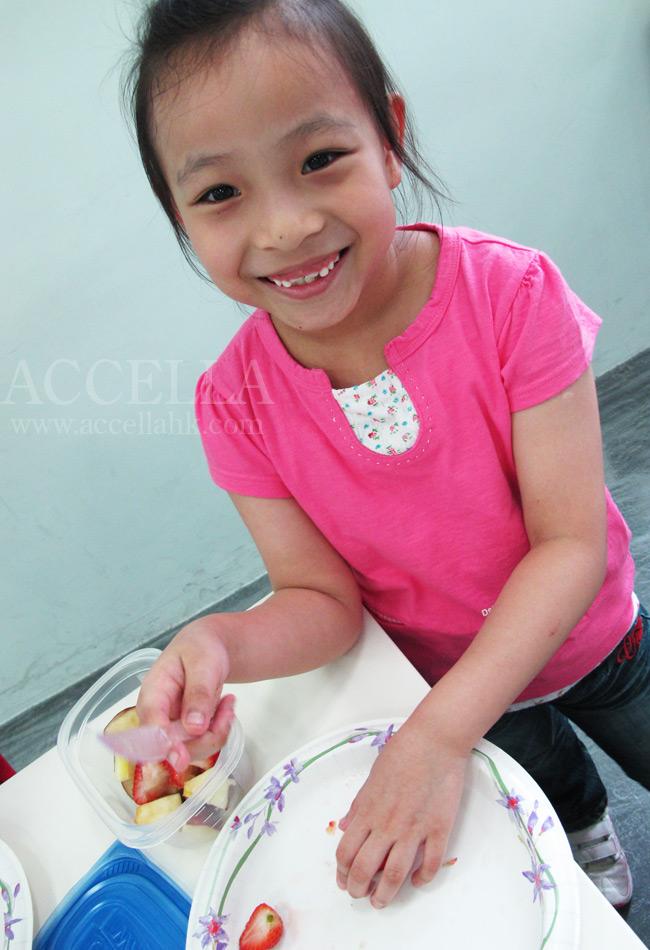 PriscillaC expertly slicing a strawberry.